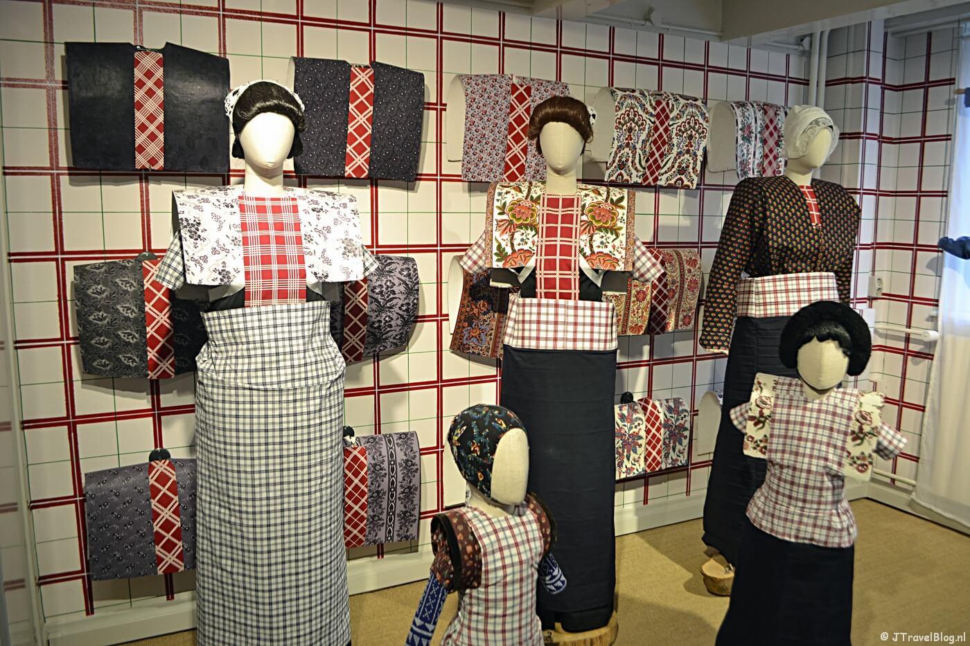 De klederdracht van Spakenburg in het Klederdrachtmuseum in Amsterdam