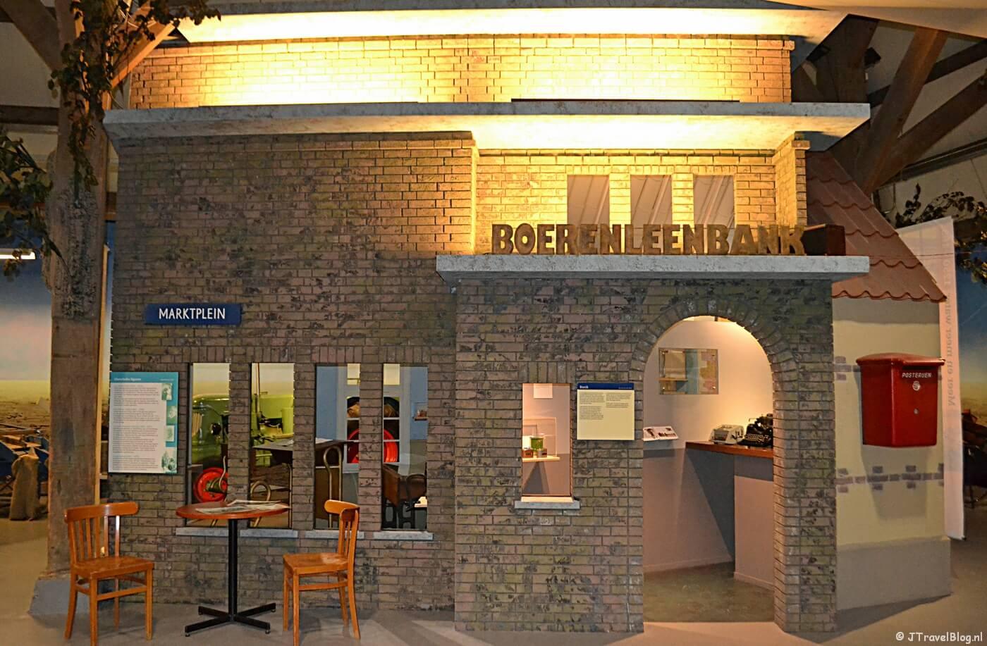De bank in de Haarlemmermeer in het Historisch Museum Haarlemmermeer in Hoofddorp