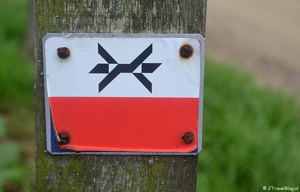 Markeringsteken van het Westerborkpad tijdens de 2e etappe van het Westerborkpad