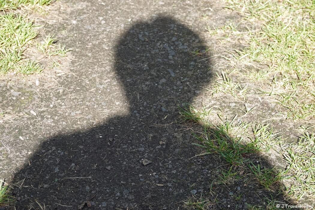 Me and my shadow tijdens mijn wandeling van het Fortenpad rond Uithoorn, september 2021