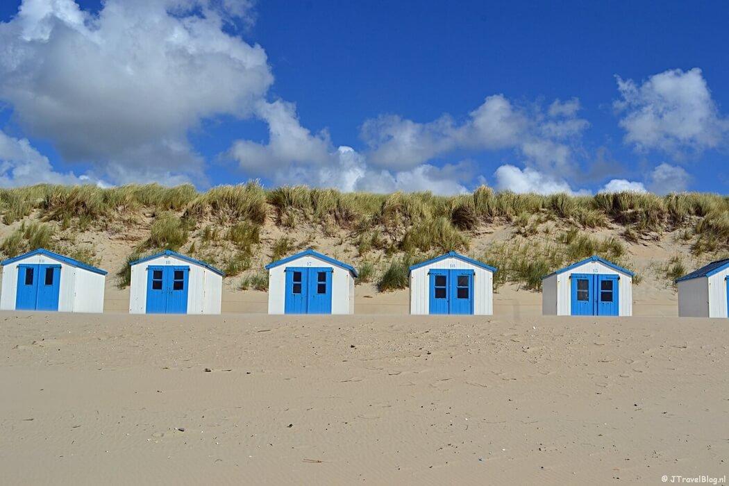 Strandhuisjes op het strand van De Koog op Texel