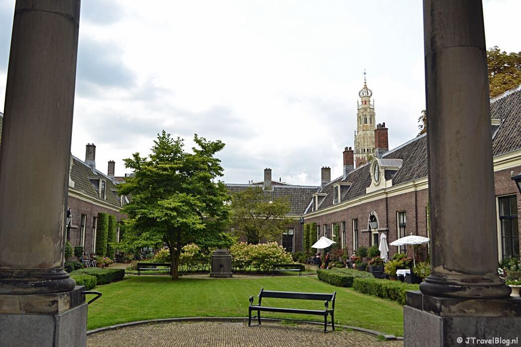 Het Teylers Hofje aan de Koudenhorn, één van de 22 hofjes in Haarlem