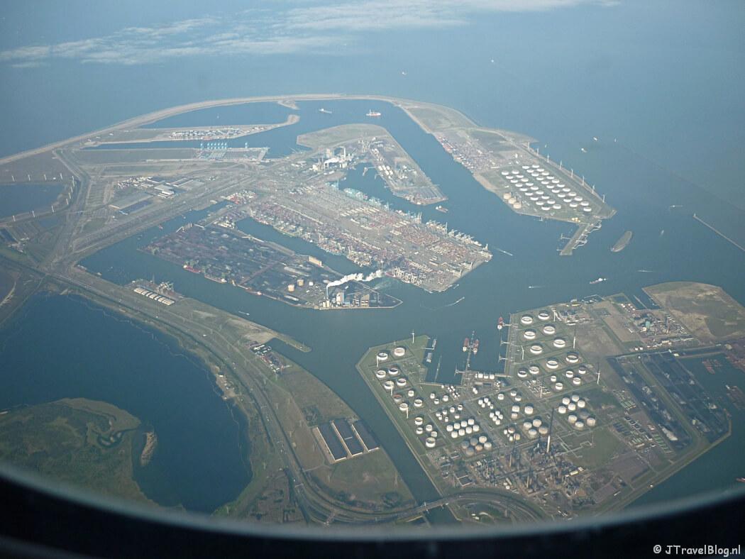 Uitzicht vanuit het vliegtuig op Rotterdam
