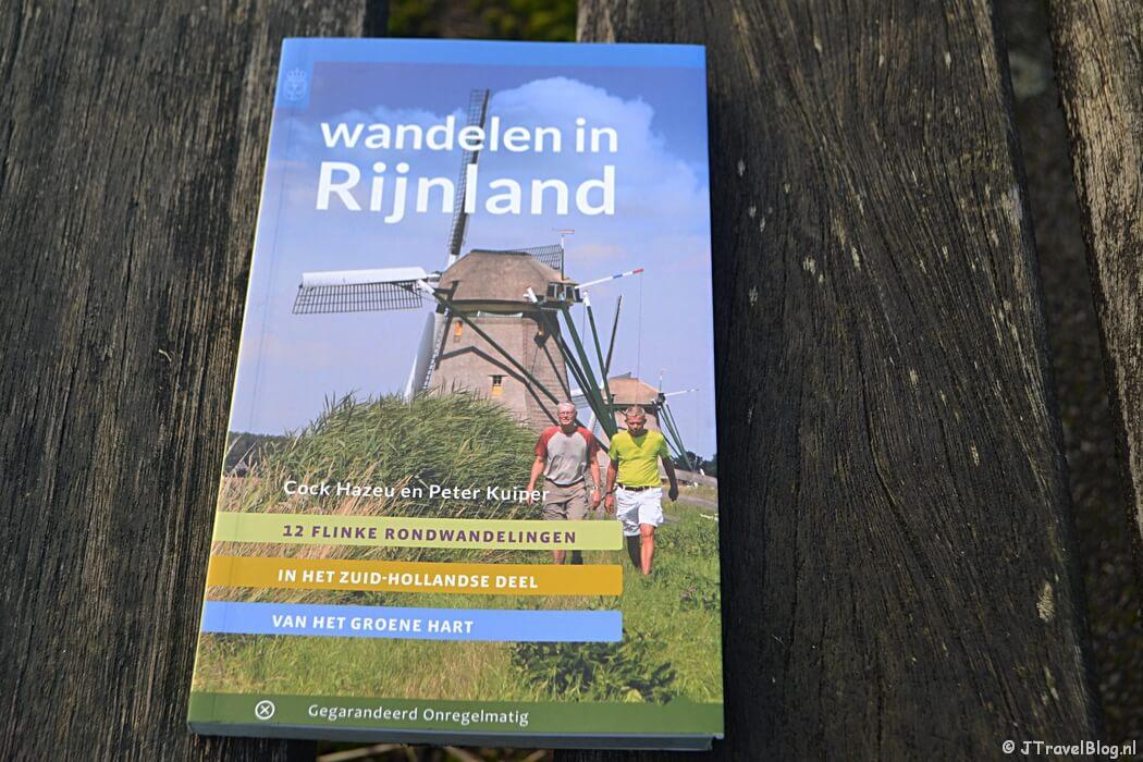 De wandelgids 'Wandelen in Rijnland' van Uitgeverij Gegarandeerd Onregelmatig