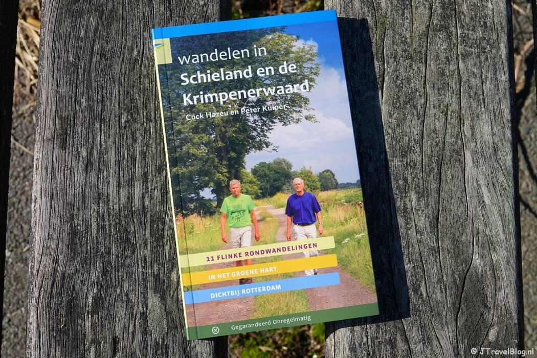 De wandelgids 'Wandelen in Schieland en de Krimpenerwaard' van Uitgeverij Gegarandeerd Onregelmatig